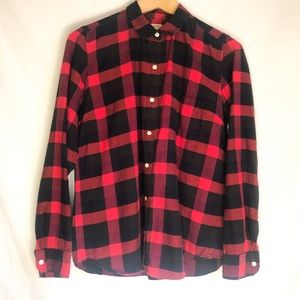 GAP Red & Black Plaid Button Up Shirt Size S